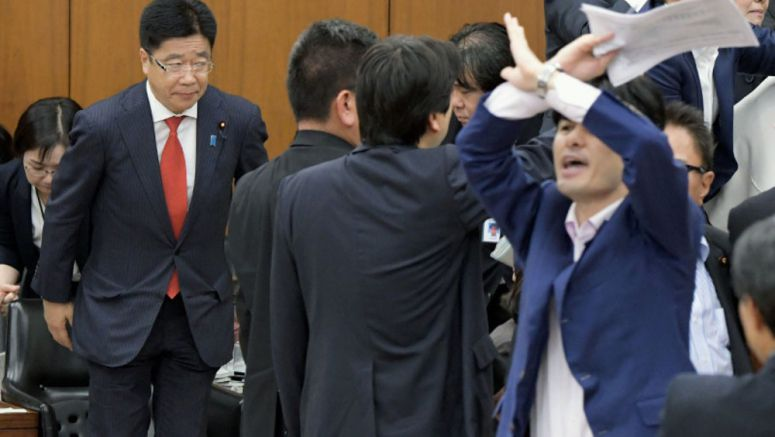 Ruling bloc, Nippon Ishin ram work-style reform bill through lower house panel