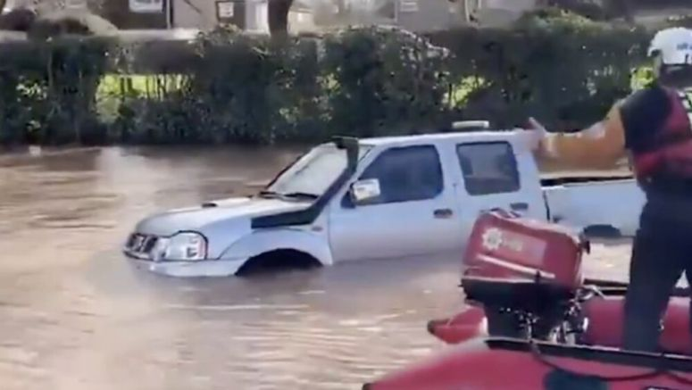 Driver discovers having a truck snorkel doesn't help in floodwater