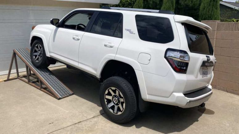 Toyota 4Runner TRD Off-Road Suspension Flex Test | How does KDSS work and what does it do?