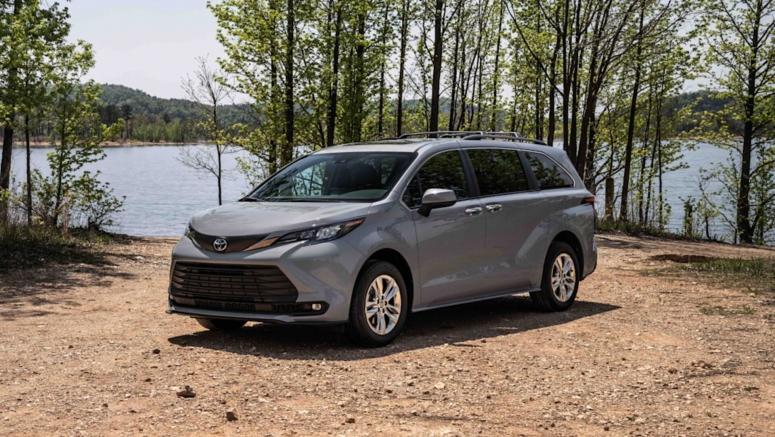 2022 Toyota Sienna Woodland priced at $46,565