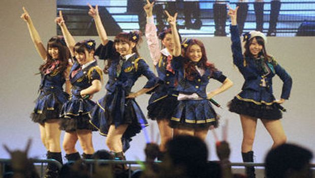 AKB48 members take stage in Beijing to thank China for quake support