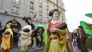 Geisha express thanks for postquake support in London parade
