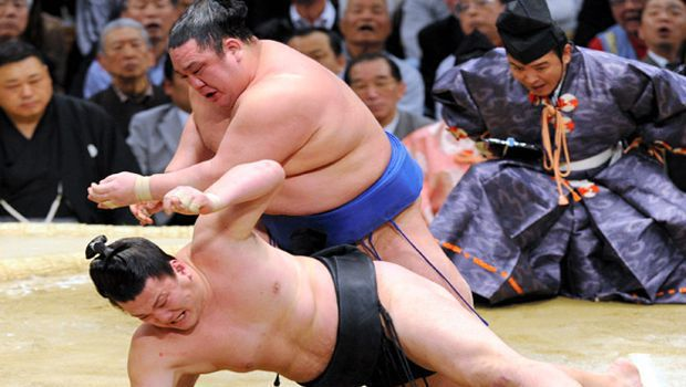 Hakuho, rival Baruto remain unbeaten in spring tourney