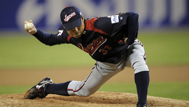 Marines Watanabe breezes past Swallows