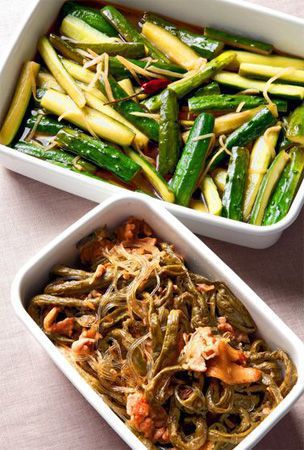 Stir-fry dishes with green bean, pork and cucumbers