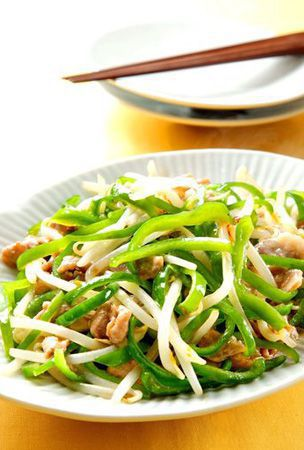 Stir-fried green bell pepper and pork