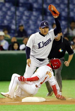 Baseball: Nakamura to have surgery for ACL injury in left knee