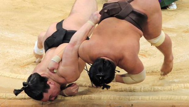 Yokozuna Hakuho extends lead on Day 12