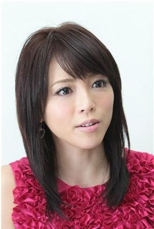 Shaku Yumiko breaks bone in her left foot during filming