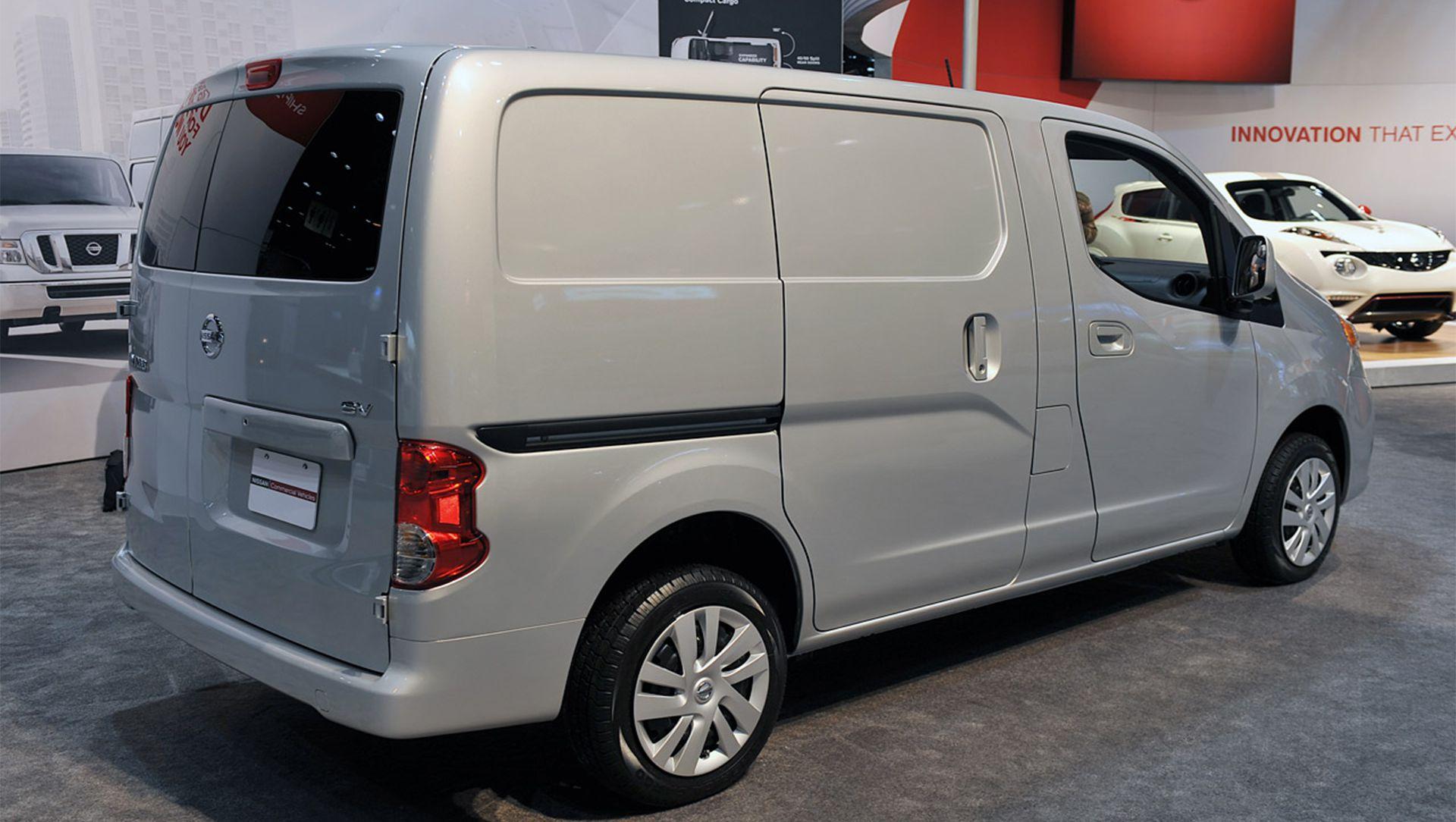 Nissan NV200 Compact Cargo Walk-Around | Auto Moto | Japan ...