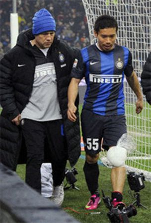 Soccer: Nagatomo could be out for month with knee injury