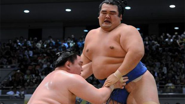 Hakuho gets brief scare but remains perfect on Day 11