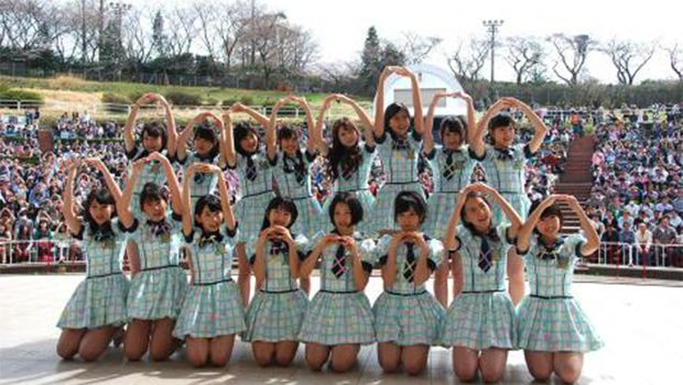 HKT48 debut single sells over 200,000 copies on the first day
