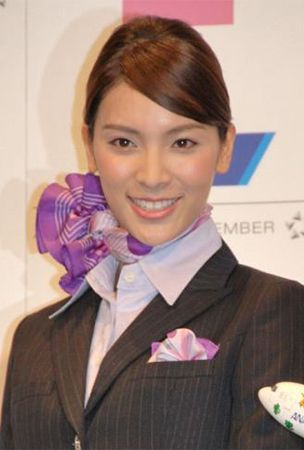 Akimoto Sayaka makes her 1st public appearance after graduation announcement