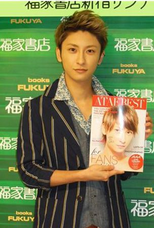 AAA Atae Shinjiro appears at event for photobook