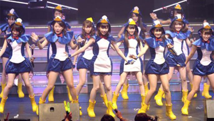 "Check out the PV preview for AKB48's ""Hashire! Penguin"""
