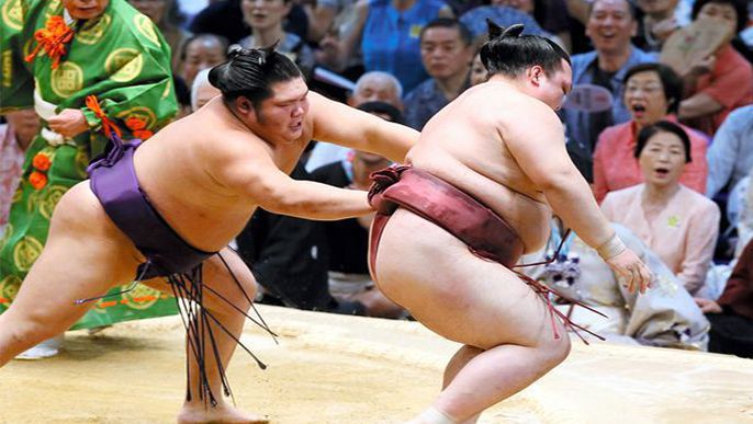 Kisenosato suffers crucial 2nd loss; Hakuho, Kotoshogiku stay unbeaten on Day 5