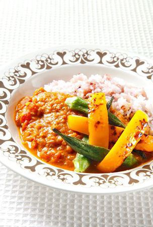 Vegetables take center stage in tomato curry dish