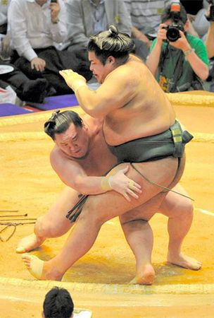 Takayasu forces Hakuho to work hard for his money on Day 2