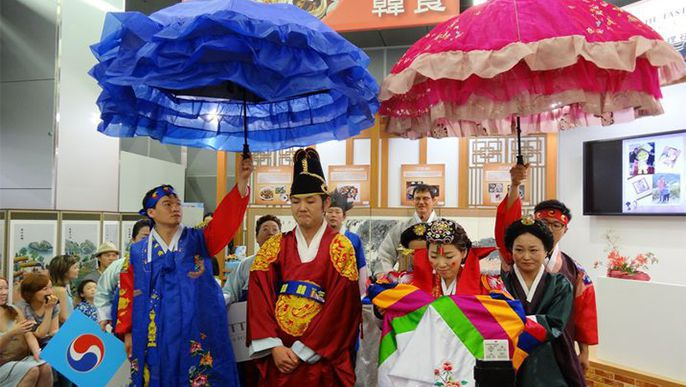 Traditional Korean wedding ceremony held as part of friendship festival