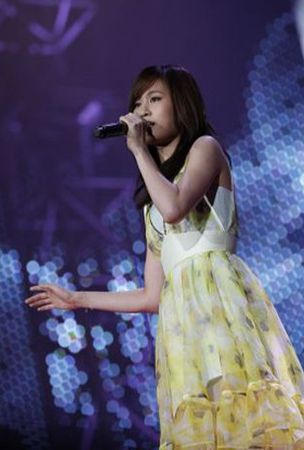 Maeda Atsuko makes special guest appearance at AKB48's Sapporo Dome concert
