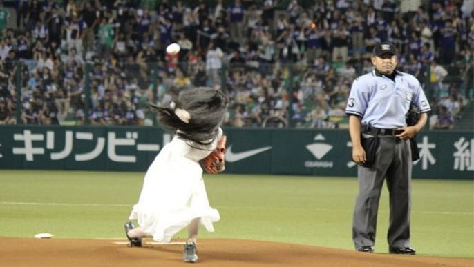 Sadako throws out ceremonial first pitch at Seibu Dome