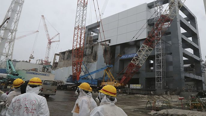 Regulators OKs fuel rod removal from pool at Fukushima plant