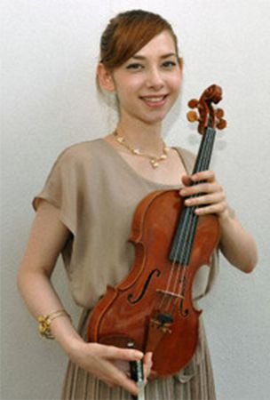 Japanese-Israel violinist Mei plays crossover genre of music