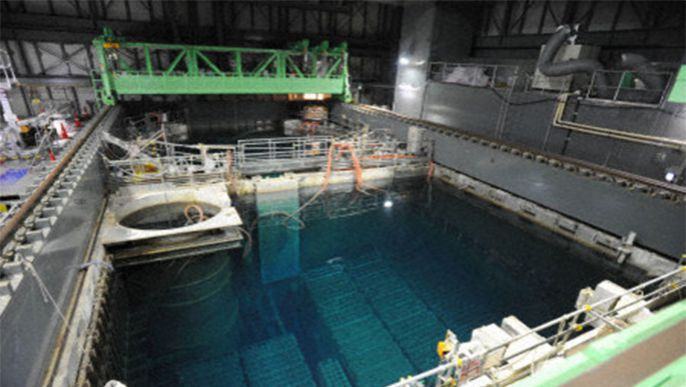 Fukushima No. 4 spent fuel pool cooling system temporarily halts