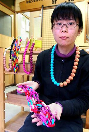 Kyoto's traditional 'obijime' silk cords make smooth transition