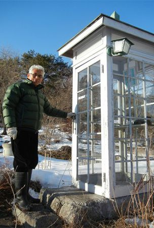 Phone booth in garden helps bereaved 'talk' to victims of 2011 disasters