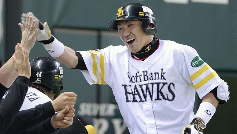 Baseball: Uchikawa goes deep twice as Hawks down Marines