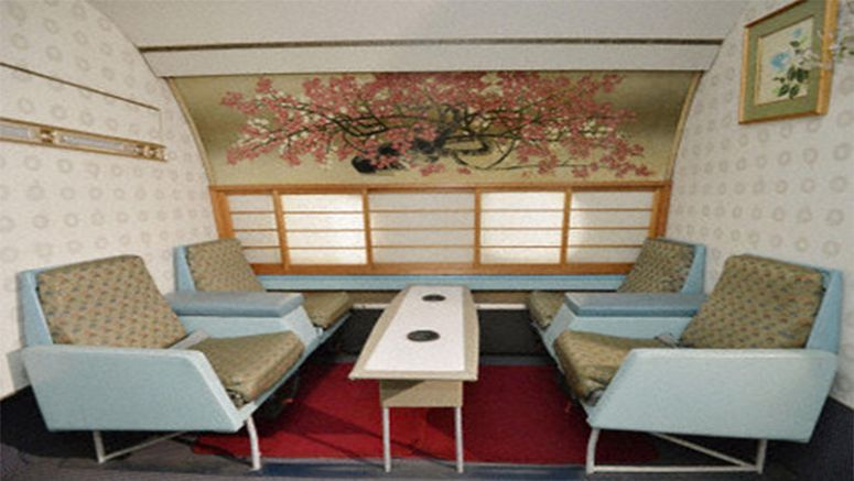 PHOTO : First-class lounge in Japan's first domestic jet