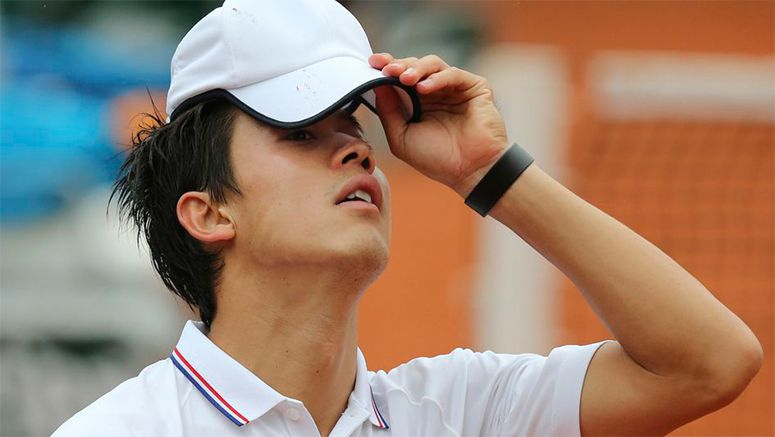 Nishikori falls in first round of French Open due to recurring injury