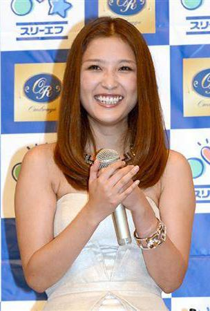 Former Morning Musume member Ishikawa Rika admits she is in a relationship with a pro baseball player Nogami Ryoma