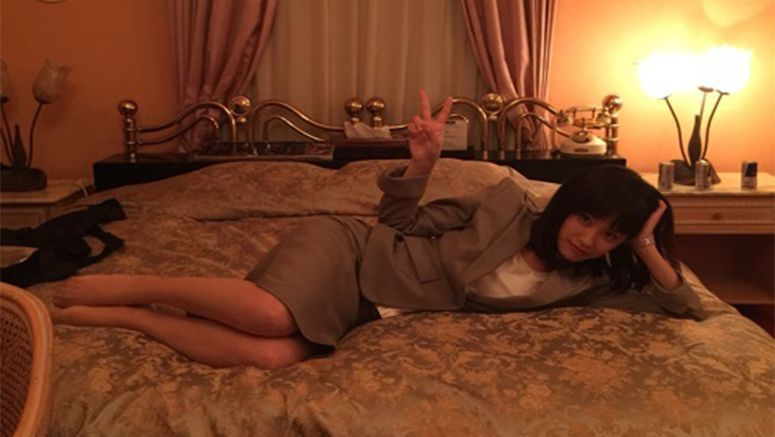 Takahashi Ai goes to a 'love hotel' to film a scene for a drama