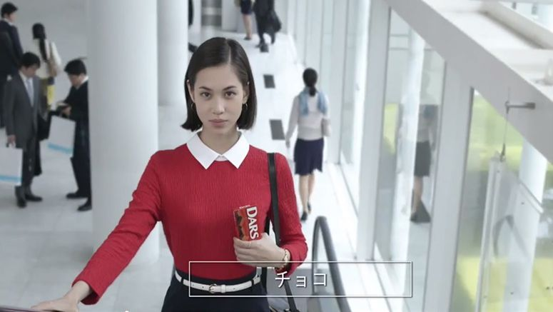 Mizuhara Kiko is a chocolate-loving office worker in new 'Dars' CM