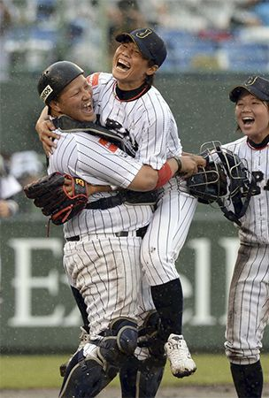 Pitcher Sato aims to give women's baseball a facelift