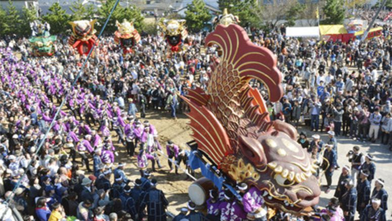 PHOTO : Massive floats paraded at southwestern Japan festival