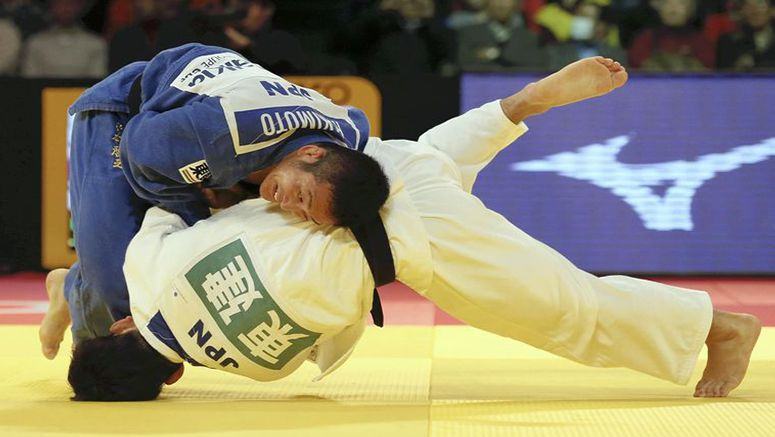 Akimoto wins final between past world champs