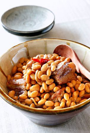 Simmered soybeans and pork is rich in flavor, fiber