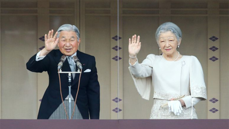 Emperor offers New Year's greetings to well-wishers