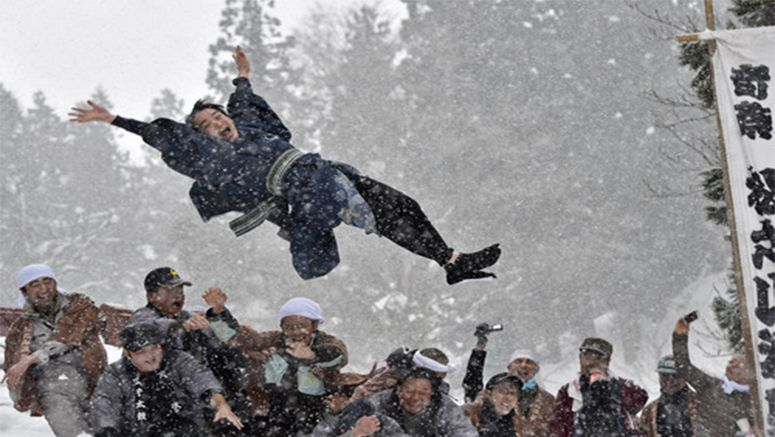 Newly married men thrown onto snow in annual Niigata festival