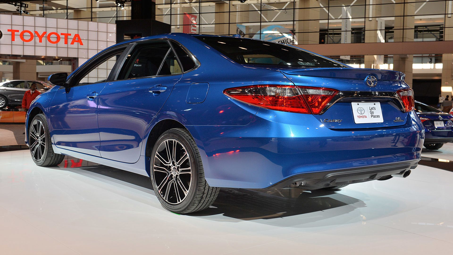 2015chicagoautoshow2016toyotacamrycorollasegal4 2015 chicago auto show 2016 toyota camry and corolla special