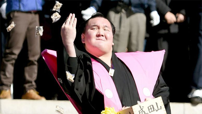 Popular sumo wrestlers, actors, chase away evil spirits with beans at annual festival