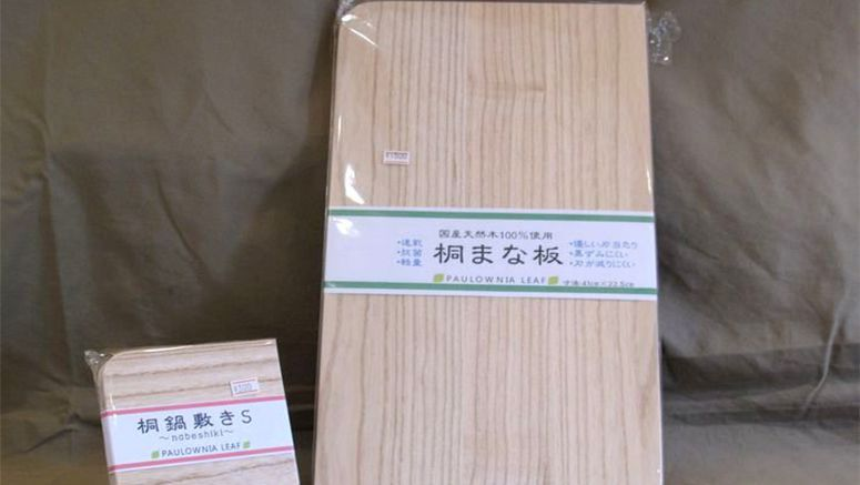 Natural paulownia wood makes ideal cutting board, hot pot stand