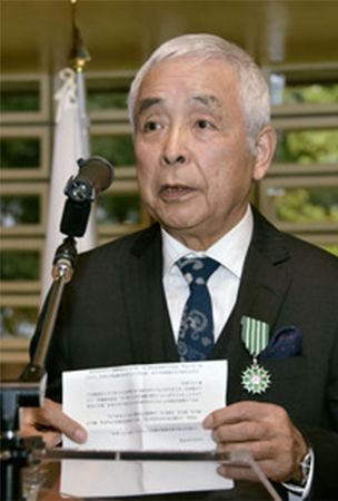 Picture book author Iwamura receives French order of art