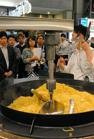 Food businesses flock to culinary machinery trade show in Tokyo