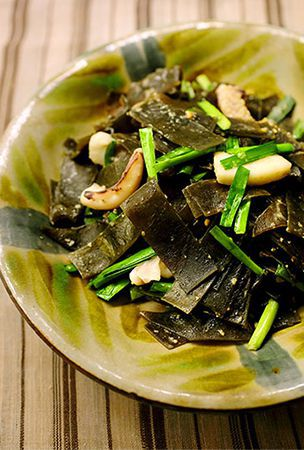 Miso-flavored stir-fry of kelp and squid
