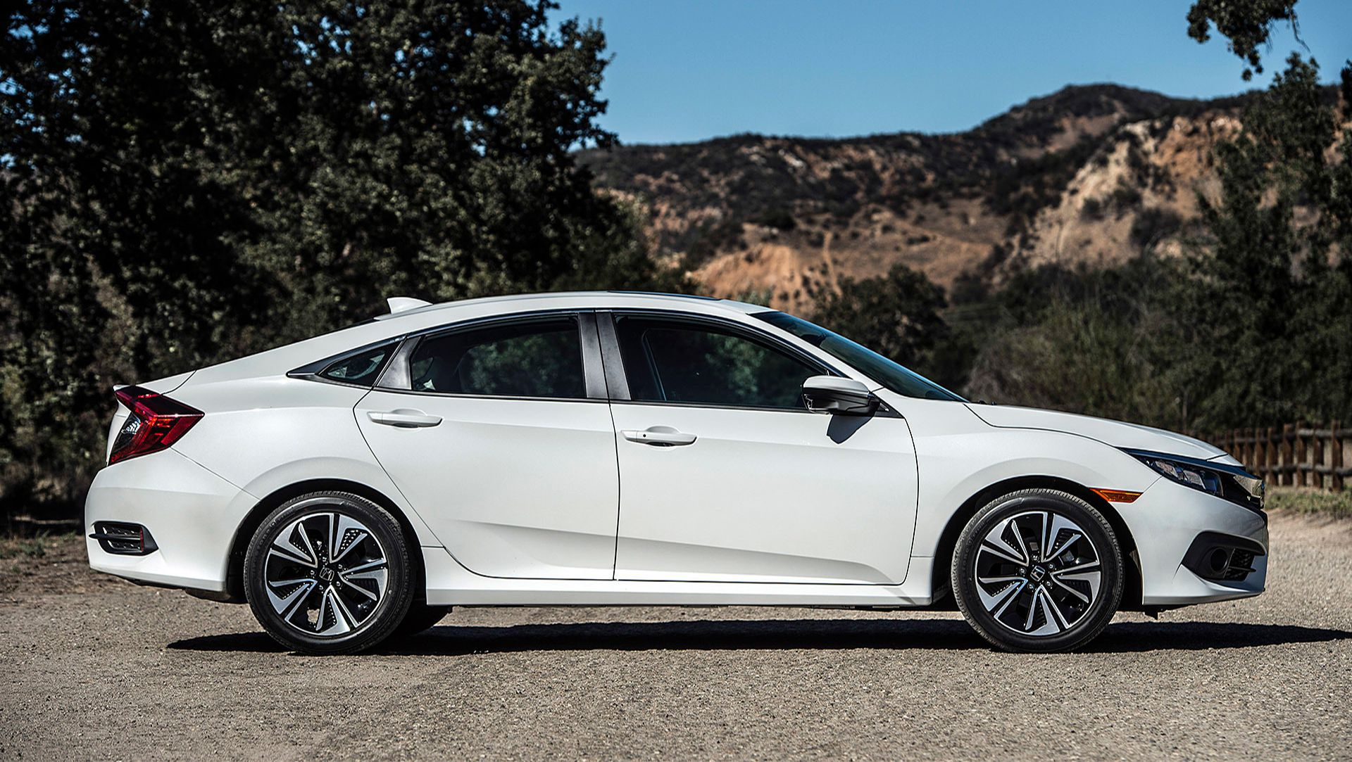 Honda 2016 Civic is set to arrive soon in dealers for a starting price ...